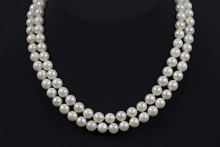 necklace with one 90 cm long row of pearls