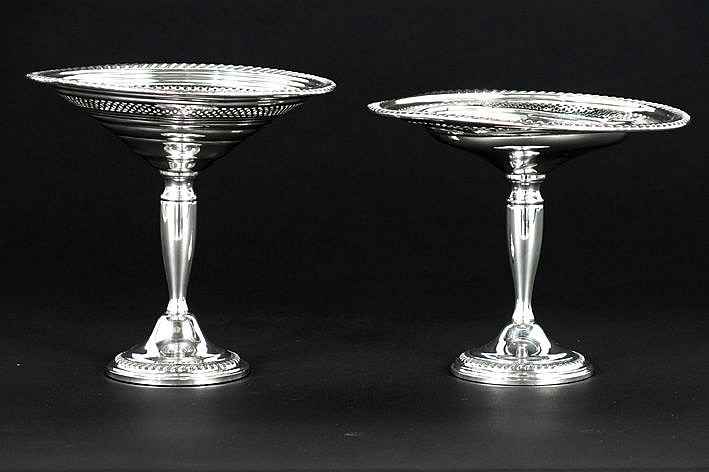 pair (�) of tazzas on stand in marked silver