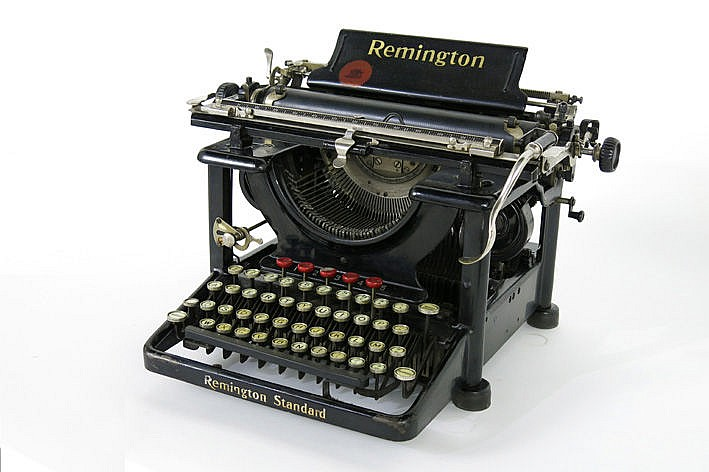 Vintage 'Remington - typewriter - in good condition
