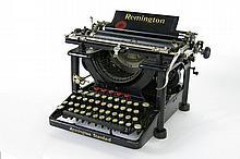 Vintage 'Remington - typewriter - in good condition