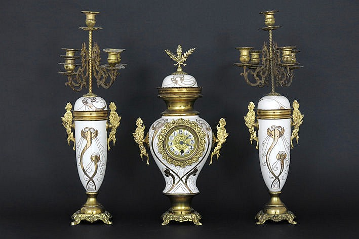 19th Century garniture in brass : clock and 2 candlesticks