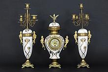 19th Century garniture in brass : clock and 2 candlesticks