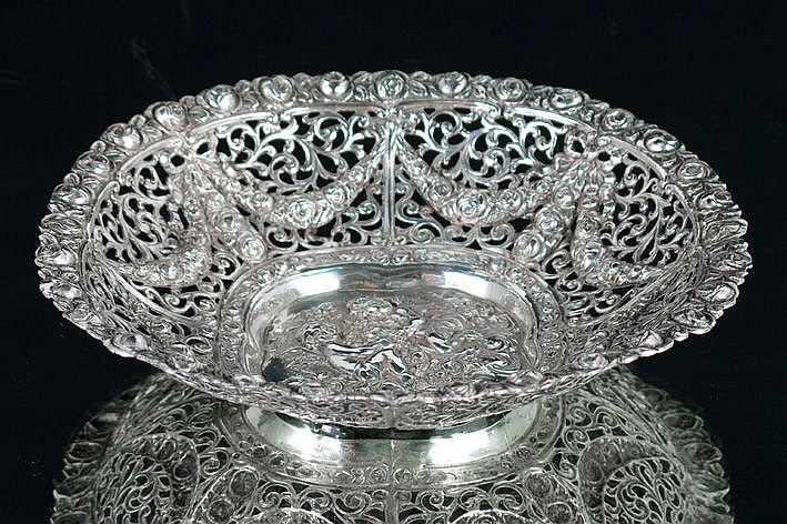 round bowl in marked silver