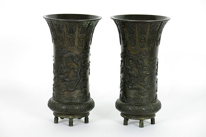 pair of Chinese vases in bronze