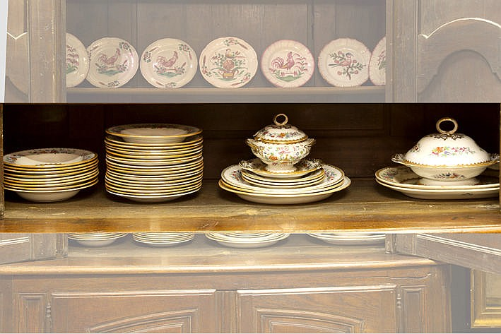 19th Century dinnerset in earthenware with polychrome decor