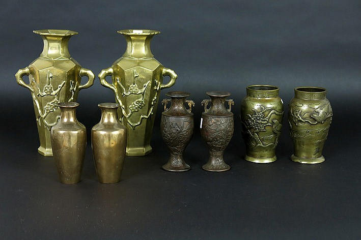 4 pairs of vases in bronze or metal from Japan and China