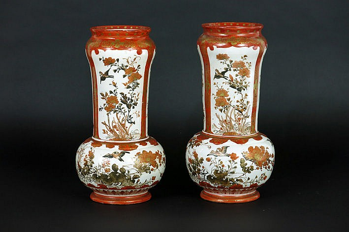 pair of Japanese vases in marked Satsuma earthenware with flower decor
