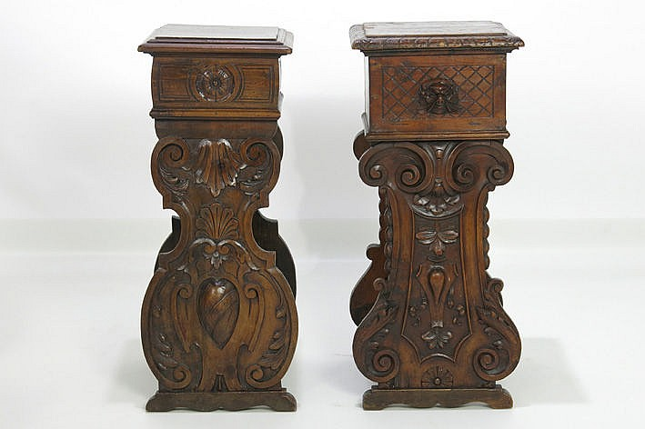 2 (�) 17th/18th Cent. Italian stools/pedestals in walnut