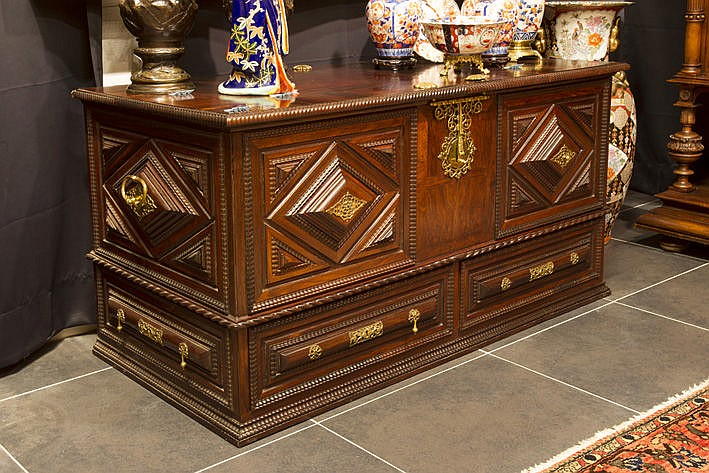 quite exceptional 17/18th Cent. Portuguese chest in rosewood with nice mountings