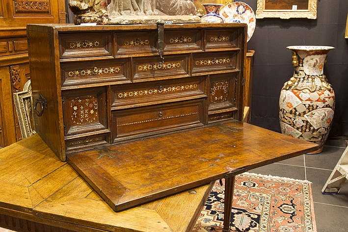 17th Cent. Spanish cabinet in walnut with interior with inlaid ivory (or bone)