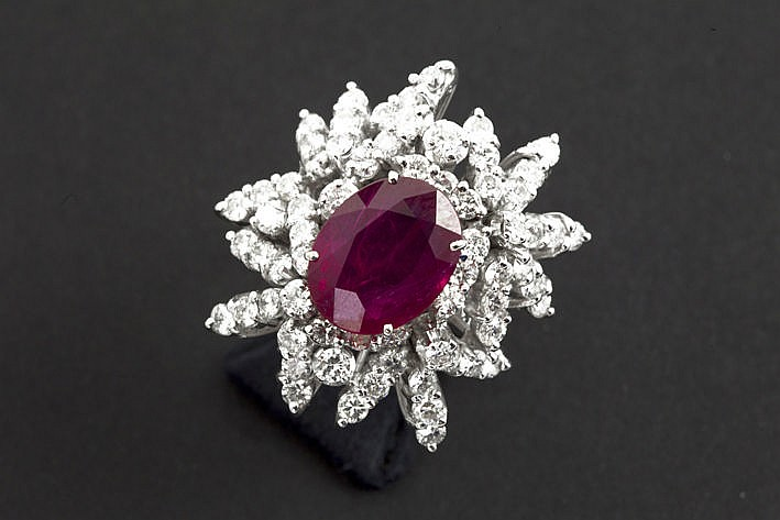 cocktail ring in white gold (18 carat) with a distinctive shape with a ruby of ca 5 carat  ca 260 carat of high quality brilliants