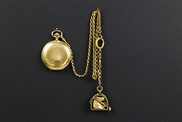 old pocketwatch with case in yellow gold (18 carat) and with an antique chain in yellow gold (18 carat)