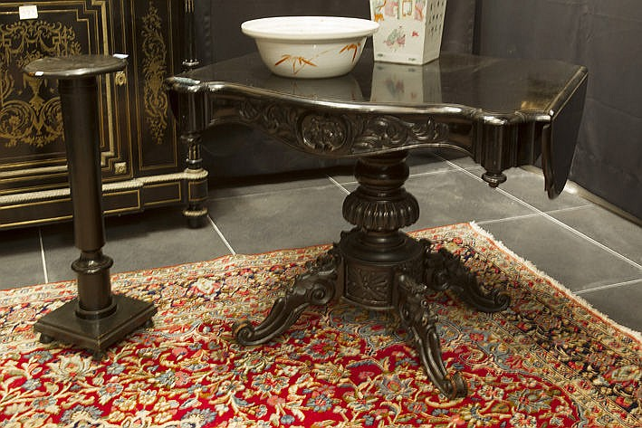 two 19th Cent. items in ebonised wood : a table and a pillar