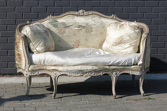 antique French Louis XV style settee in wood