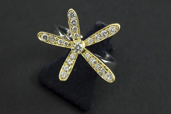 matching ring in white and yellow gold (18 carat) with ca 065 carat of very high quality brilliant