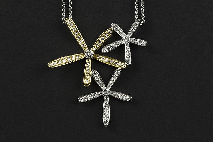 necklace with pendant in white and yellow gold (18 carat) with ca 220 carat of very high quality brilliant