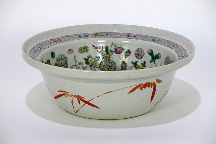 antique Chinese bowl in porcelain