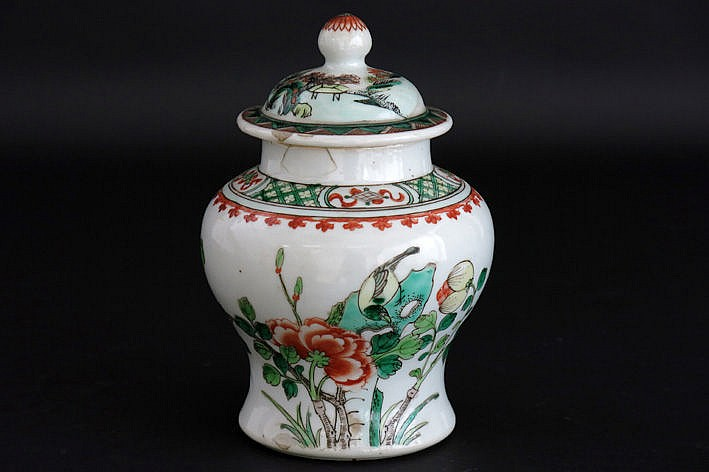 small antique Chinese vase with lid in porcelain with a Famille Verte-flower decor