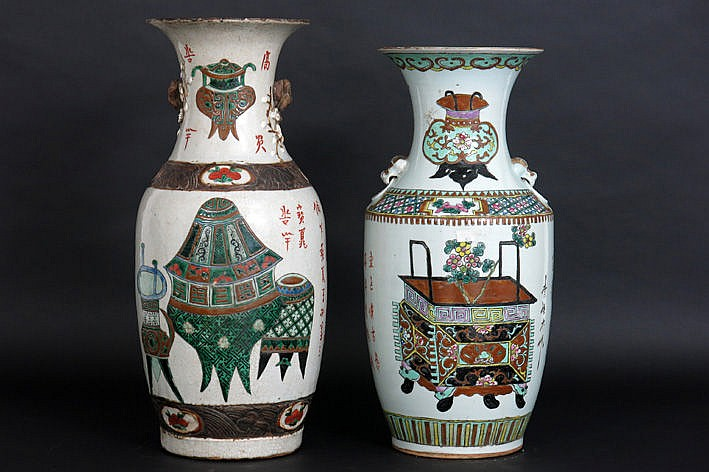 2 antique Chinese vases in porcelain