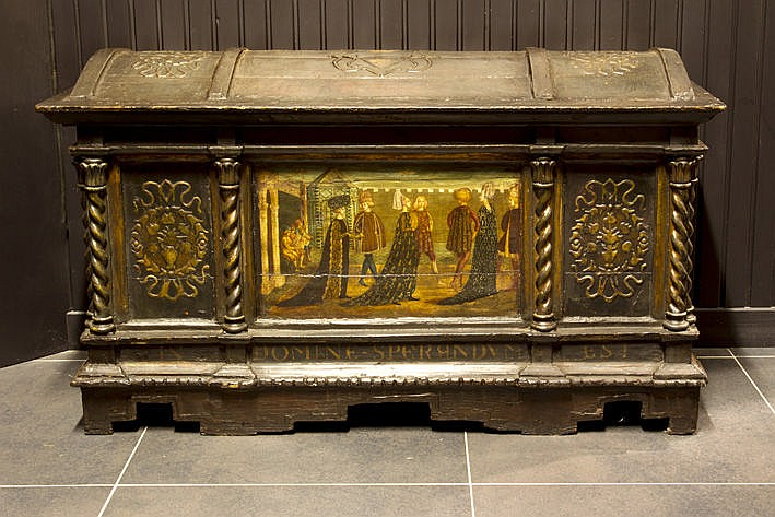 nice antique chest in polychromed wood with a central panel with typically Italian Renaissance style painting