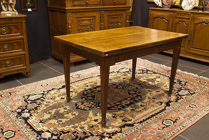 antique Flemish Louis XVI-table in oak