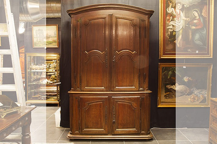 18th Century Flemish cupboard in oak with special doors