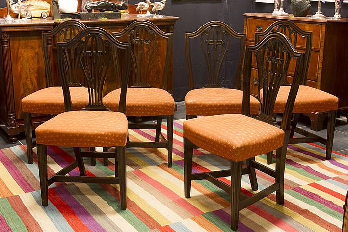 set of 6 (�) antique chairs in mahogany