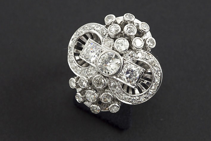 twenties' Art Deco-ring in platinum with ca 230 carat of brilliants in the typical cut of that period