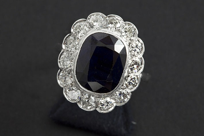 Art Deco ring in platinum with a sapphire of ca 7 carat and ca 170 carat of high quality brilliants in the typical cut of ca 1925/30