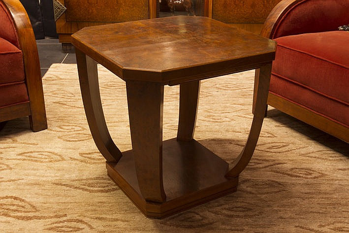 Art Deco occasional table in walnut with top in burl