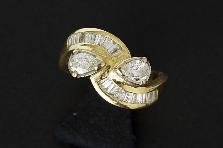 ring in yellow gold (18 carat) with ca 130 carat of brilliants