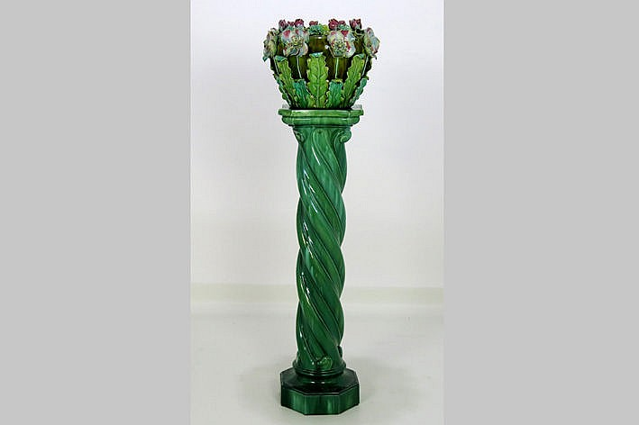 set of an Art Nouveau pillar and a jardiniere with flowers in earthenware