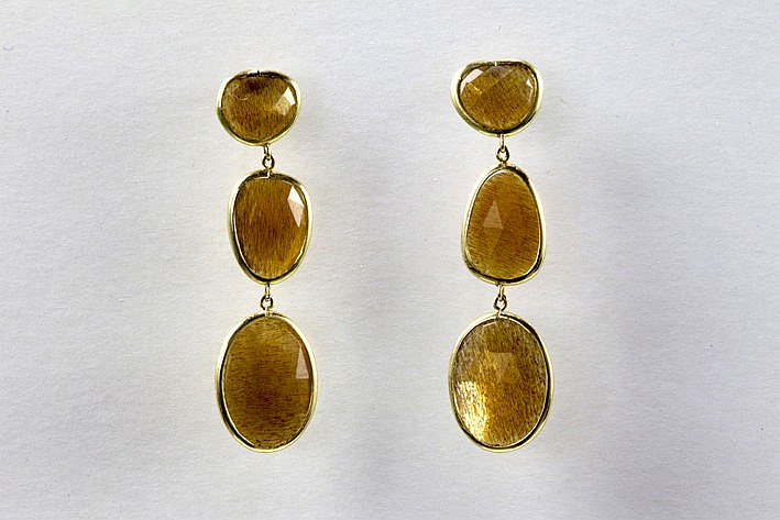 pair of handmade earrings in pink gold (18 carat) with ca 20 carat of sunquartz