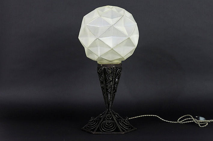 Art Deco-lamp in wrought iron and satin-finished crystal glass