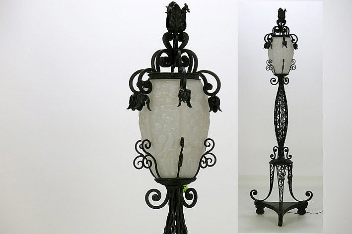 nice Art Deco-lamp with a stand on base in wrought iron and a shade in opaque glass