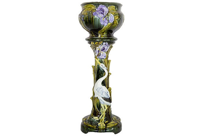 French or Austrian Art Nouveau-set in majolica with a jardiniere with flowers- and insects decor and its colonne with a stork