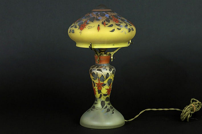 mushroomshaped Art Deco-lamp with base and hood in