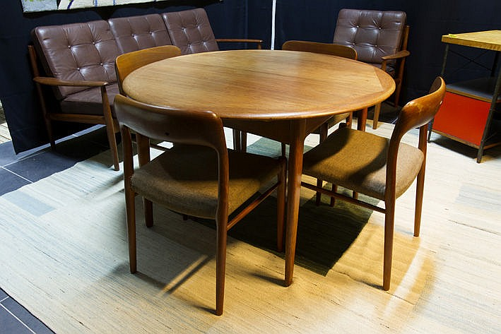 Danish sixties' design dining-room suite in teak with a round table and 4 chairs  - marked
