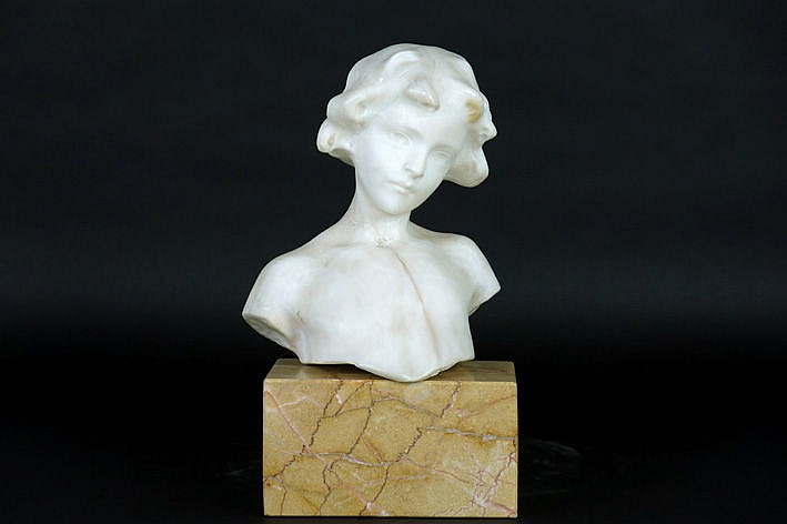 Belgian 1900/20's sculpture in alabaster on its marble base