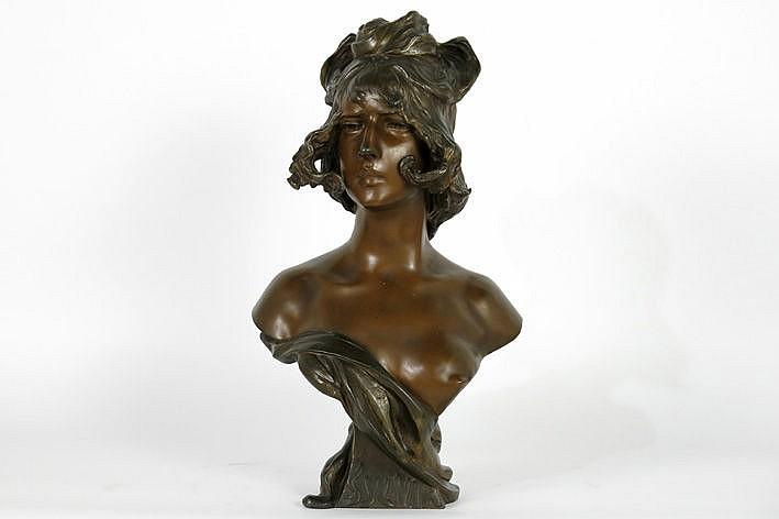 sculpture in bronze typical for the Art Nouveau-period - signed