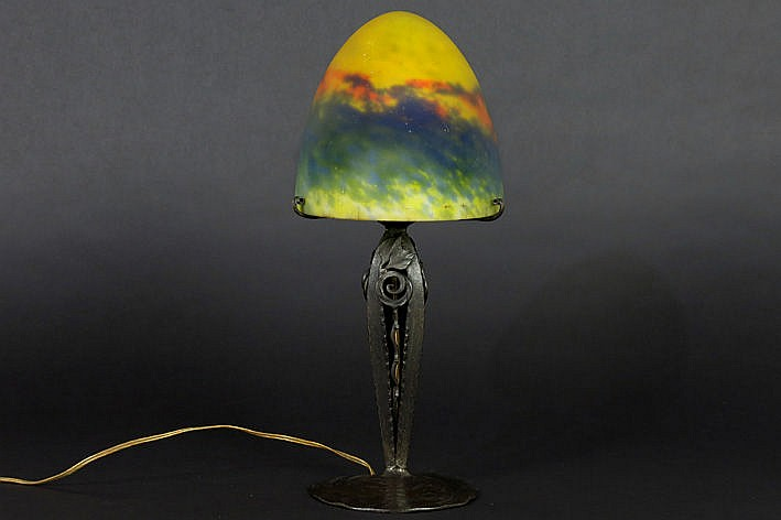 beautiful mushroom Art Deco-lamp in wrought iron and marbled p�te de verre - signed