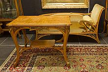 set of an Art Nouveau daybed and table in partly guilded cherry wood with very finely sculpted vegetal ornamentation