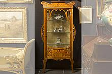 early 20th. Cent. Art Nouveau-display cabinet (with one door) in walnut decorated with typical whiplash ornamentation  and with panels in marquetry