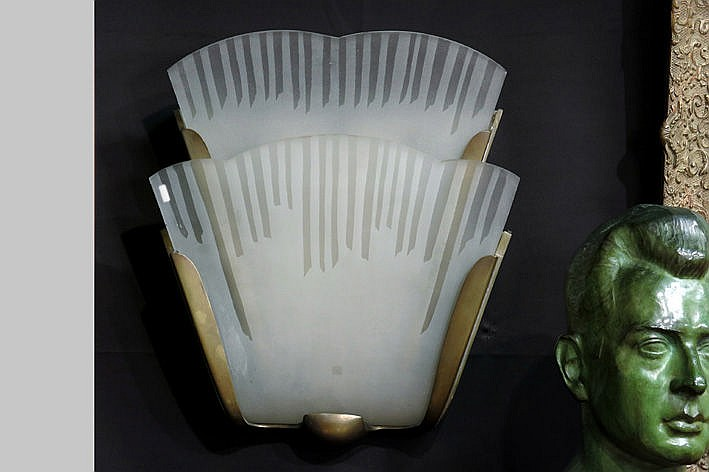 Art Deco-wall light in bronze and glass
