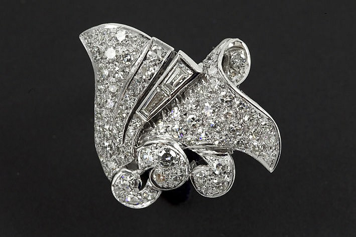 Art Deco-ring in platinum with ca 340 carat of old cut high quality brilliant and diamonds  -  ca 1925