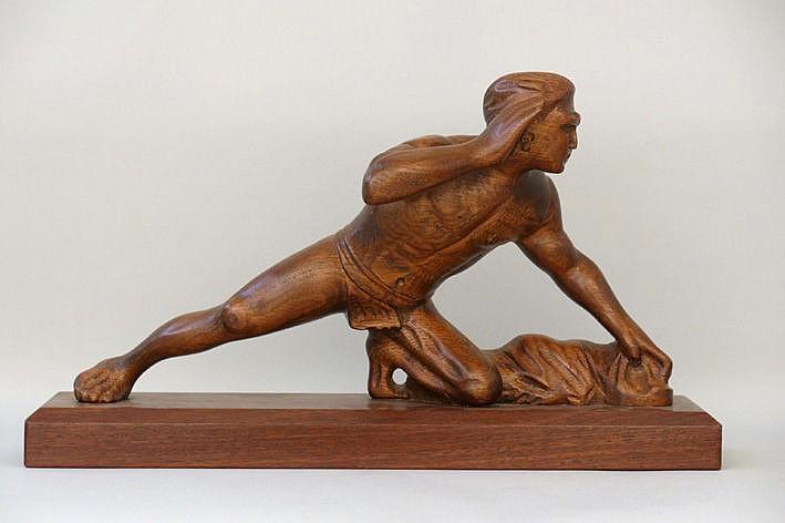 Art Deco-sculpture in wood  -  with monogram