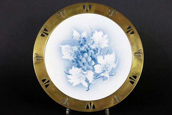 Belgian Jugendstil plateau in earthenware with yellow brass frame with typical ornamentation - attributed to