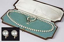 early 20th Cent. necklace with pearls and a lock/clasp in gold (14 carat) with an emerald (?) and rosecut diamonds - sold with a pair of earrings in gold (14 carat) and pearl - with its nice old box