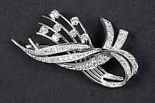 brooch in white gold (18 carat) with ca 3,50 carat of very high quality brilliant cut diamonds