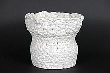 20th Cent. Brittish basketshaped sculpture in porcelain - possibility to get a  certificate